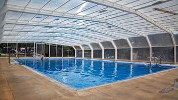 Vista de una de las piscinas del camping Cabopino