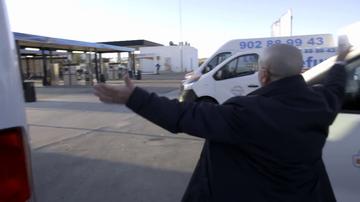 El jefe de 'Telefurgo' estalla al descubrir que han entregado un vehículo con la rueda pinchada