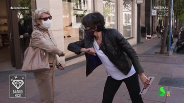 """La reacción de Thais Villas ante una señora que muestra un reloj de 3.500 euros animando a """"gastar"""": """"¡Coño, si se puede!"""""""