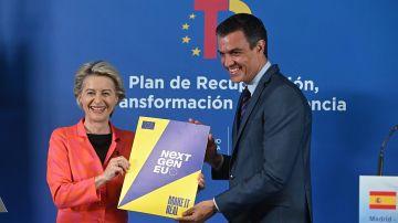El presidente del Gobierno, Pedro Sánchez, y la presidenta de la Comisión Europea, Ursula von der Leyen.