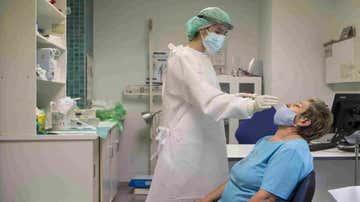 Un paciente haciéndose una prueba PCR