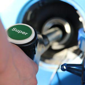 11  cosas que hacen que tu coche consuma más gasolina: trucos para ahorrar
