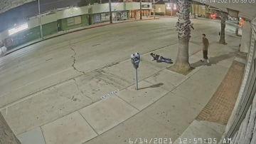 Nueva agresión racista en Estados Unidos: un hombre golpea por la espalda a otro por su origen asiático