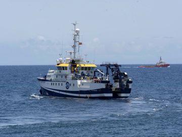 El buque Ángeles Alvariño en aguas de Tenerife