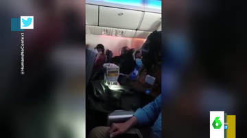 El surrealista momento en el que un hombre saca una máquina de coser en mitad de un vuelo
