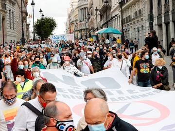 La Marea Blanca marcha por las calles de Madrid