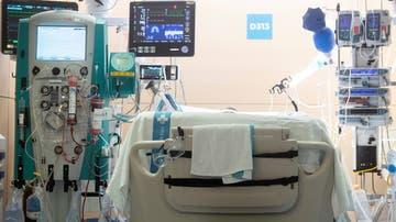 Un paciente afectado por COVID-19 ingresado en el Hospital Vall d'Hebron de Barcelona