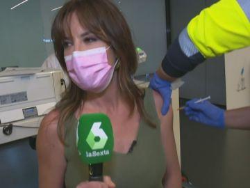 Mamen Mendizábal muestra en directo cómo se vacuna frente al COVID