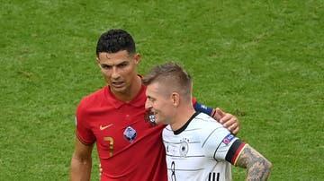 Toni Kroos y Cristiano Ronaldo se saludan tras el Portugal-Alemania