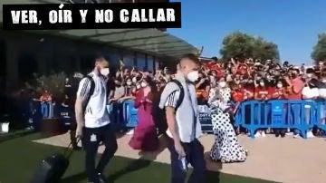 Salida de la selección española de fútbol del hotel en Sevilla