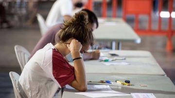 Pruebas de evaluación de bachillerato para el acceso a la universidad (EBAU) en el recinto ferial de Mahón.
