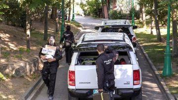 La Policía Nacional en el registro del domicilio de José Luis Moreno