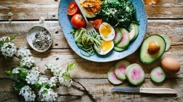 Las claves para llevar una alimentación saludable sin pasar hambre ni privarse de caprichos