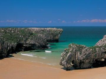 Playa Cuevas del Mar. En Llanes