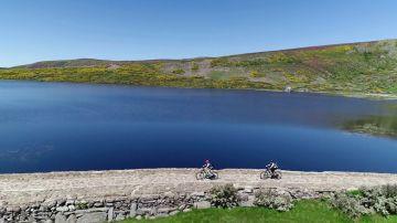 Rutas de montaña con bicis y coches eléctricos: la apuesta por un turismo sostenible en el cauce del Duero