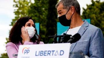 Isabel Díaz Ayuso y Toni Cantó durante un acto electoral