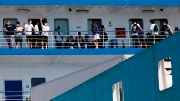 Los jóvenes hasta ahora confinados en Mallorca, en el barco que les trasladó a Valencia