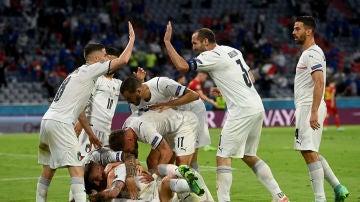 Italia celebra un gol ante Bélgica