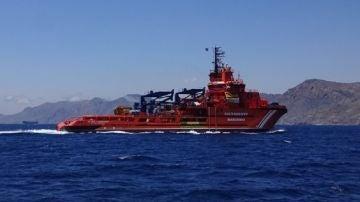 El Buque Clara Campoamor, en aguas del Estrecho
