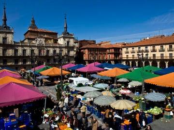 Mercado en la Plaza Mayor de León