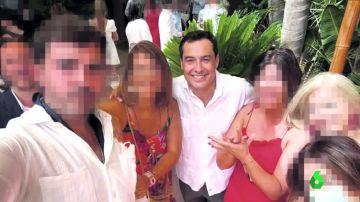 La polémica foto sin mascarilla de Juanma Moreno