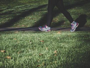 ¿Estamos obsesionados con los 10.000 pasos? Estas son las claves para hacer ejercicio físico con salud y adelgazar
