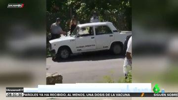 El momento en el que detienen a una youtuber cubana por dar una entrevista en la televisión española