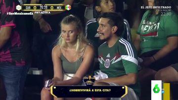 El viral de la cara de aburrimiento de una joven en una cita con su novio en pleno partido de Guatemala y México