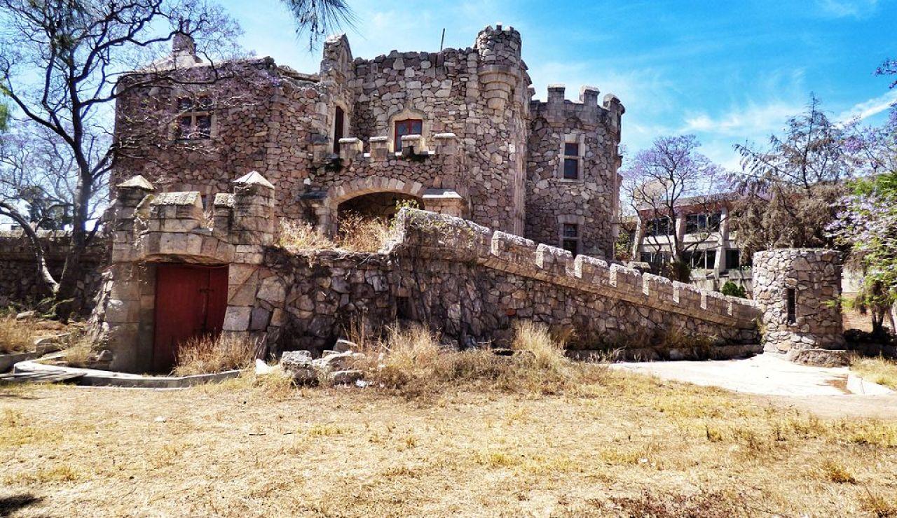 Castillo Douglas.