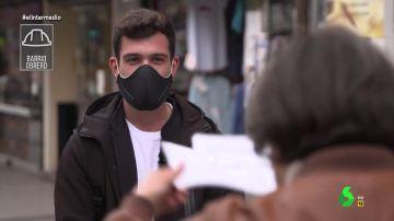 """""""Vámonos al hotel"""": la inesperada respuesta de un joven en plena entrevista de Thais Villas en la calle"""