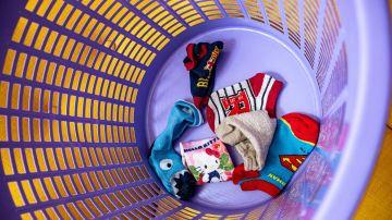 Cómo lavar calcetines (blancos y color) muy sucios