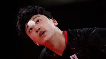 """""""Cómo un jugador asiático de tenis de mesa es capaz de seguir la bola con sus ojos rasgados"""": el comentario racista que le ha supuesto el despido a un periodista griego"""