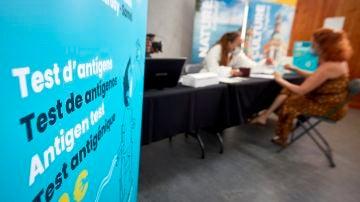 Cataluña prevé unas 700 personas en las UCI la primera semana de agosto