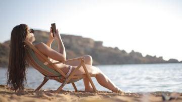 Así funciona el 'modo vacaciones' en WhatsApp que te ayudará a desconectar este verano