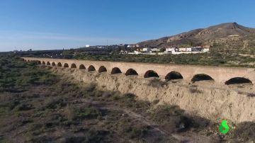 Derrumban un acueducto con más de 150 años de antigüedad para crear una urbanización en Huércal, Almería