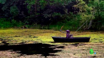 """Una mujer se encuentra """"a la muerte"""" mientras pasea por la orilla de un lago de Rusia"""