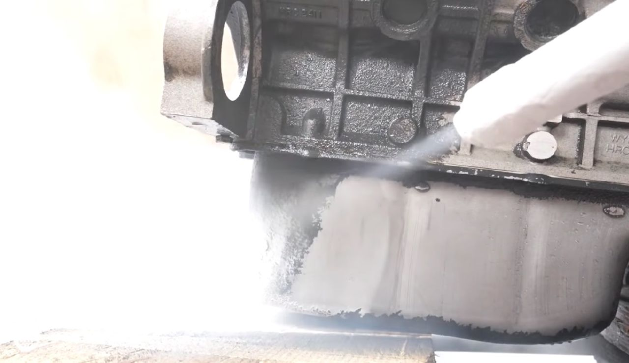 Hielo seco para la limpieza del motor