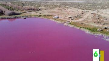 ¿Quieres fotos espectaculares en un lago rosa? Ojo, puede estar contaminado