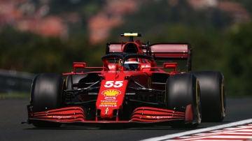 Carlos Sainz, con el Ferrari en Hungría