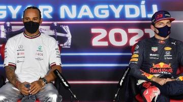 Max Verstappen, junto a Lewis Hamilton