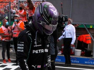 Lewis Hamilton, cabizbajo
