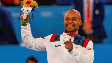 Ray Zapata logra la medalla de plata para España en suelo