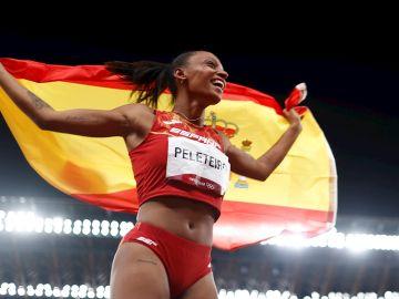 Ana Peleteiro, con la bandera de España