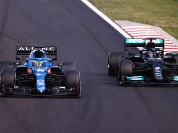 Fernando Alonso, ante Lewis Hamilton