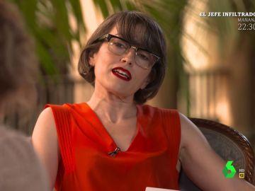 """""""Me estoy poniendo"""": la confesión de Thais Villas al leele un poema erótico en plena entrevista en El Intermedio"""