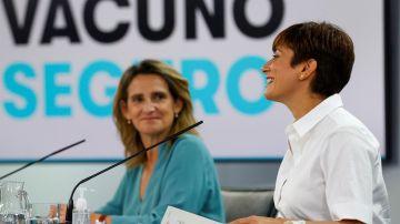 La ministra de Política Territorial, Isabel Rodríguez (d), y la ministra para la Transición Ecológica, Teresa Ribera