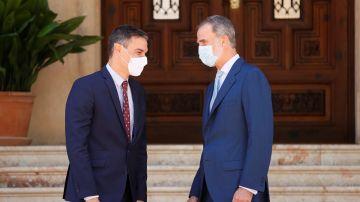 El rey Felipe VI recibe al presidente del Gobierno, Pedro Sánchez