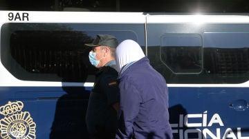Uno de los acusados por el crimen de Samuel, a su llegada al juzgado