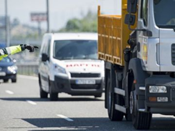 Control en la carretera por parte de la Guardia Civil