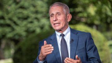 Anthony Fauci, el Fernando Simón estadounidense, cree que la situación estará controlada para marzo-junio de 2022.
